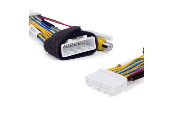 Kabelový adaptér pro připojení couvací kamery k monitoru Mazda