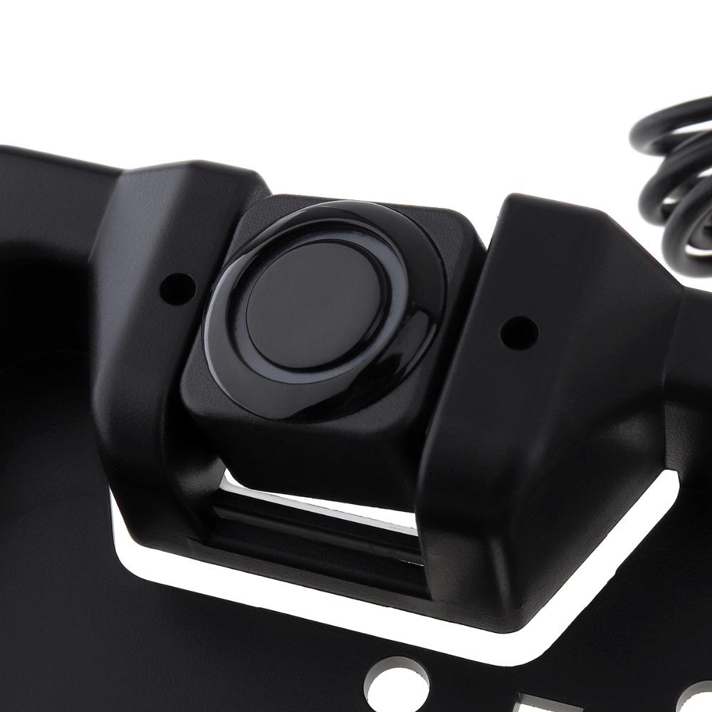couvaci parkovaci senzory a kamera v podlozce SPZ detail senzoru